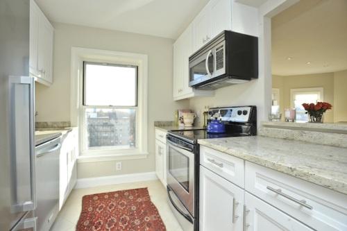 $599,000 – Somerset – 1+ bedroom/1Bathroom – Newly Renovated